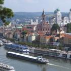 Altstadt von Passau an der Donau mit Schiffanlegestelle