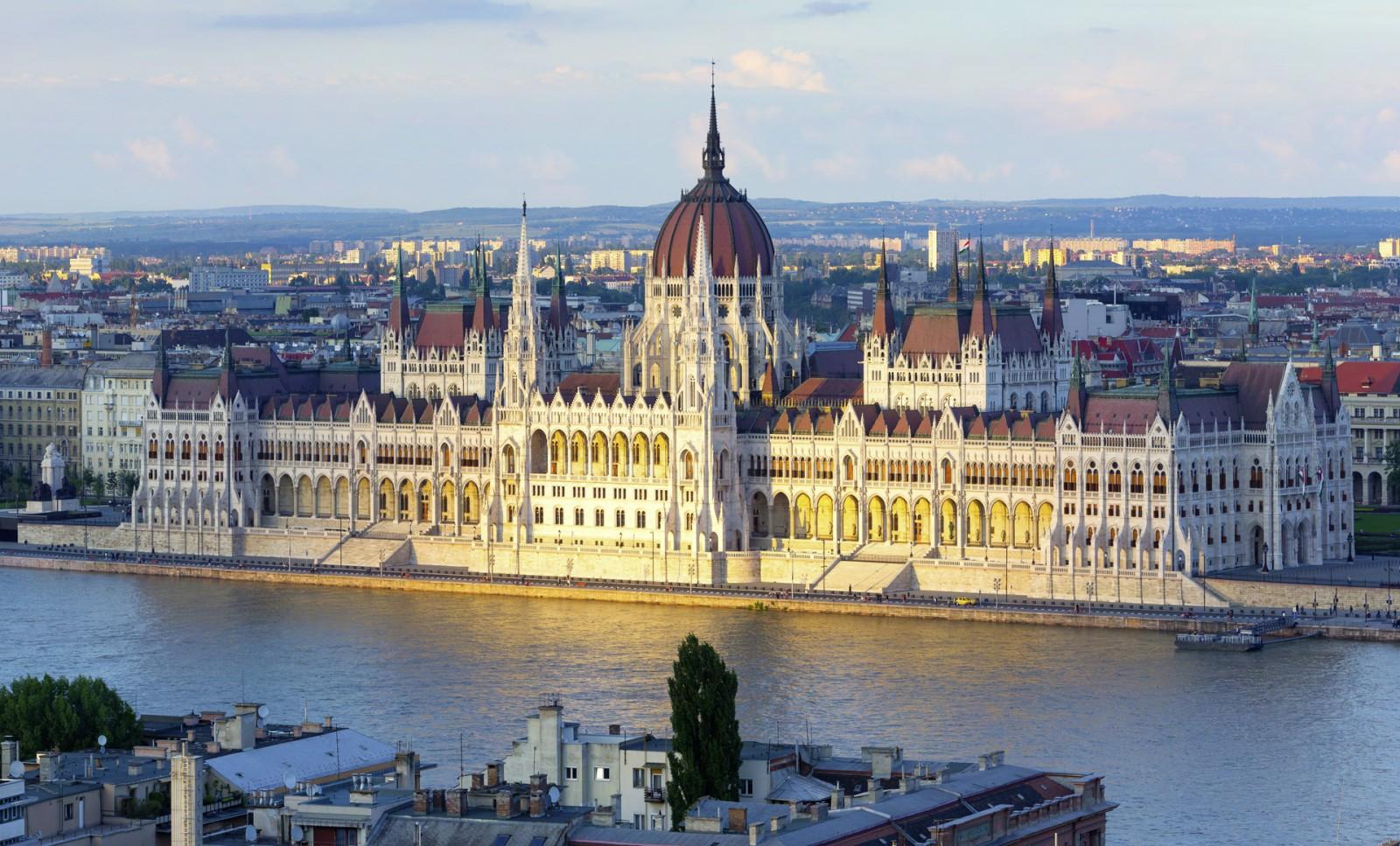 Stadtansicht Parlament in Budapest