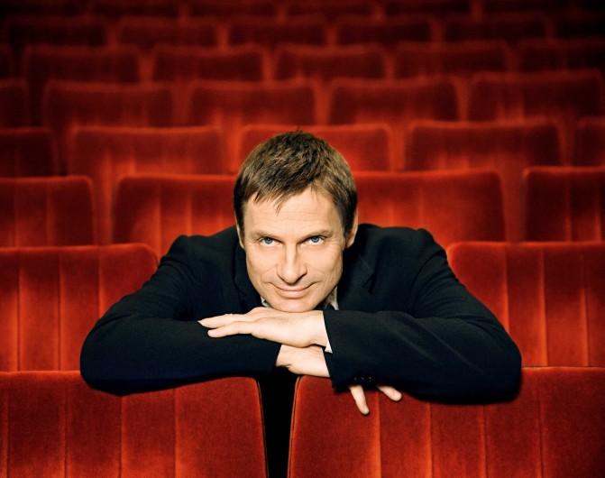Portrait des Opernsängers Simon Keenlyside