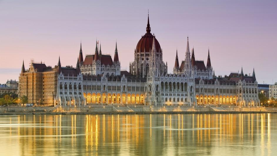 Blick auf das Ungarische Parlament in Budapest