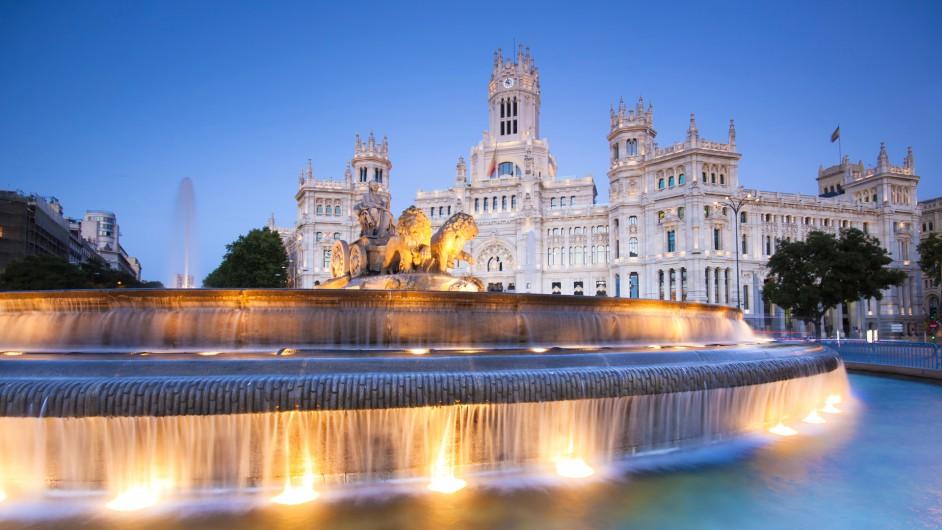 Plaza de la Cibeles mit dem Palacio de Comunicaciones in Madrid
