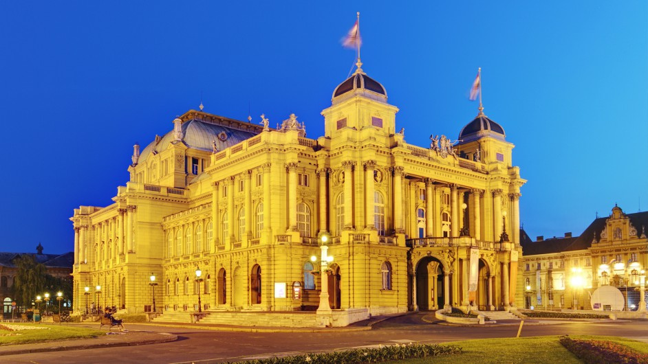 Nationaltheater in Zagreb am Abend